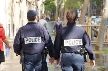 Auch um 9 Uhr in der Früh. Polizei nahe der Fanzone in Paris.