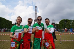 Die Stars in der Pariser Fanzone. Freundliche Fans von Portugal.