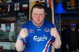 """""""Big Pete"""" ist ein """"Tólfan"""", Mitglied der isländischen Fangruppe """"12. Mann"""". Entschlossen wie er ist auch sein Team."""